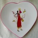 assiette coeur aux cadeaux  -(vendue)